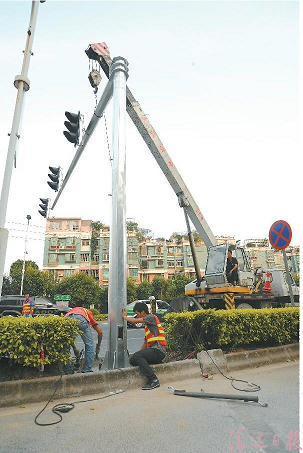 信号灯杆吊装
