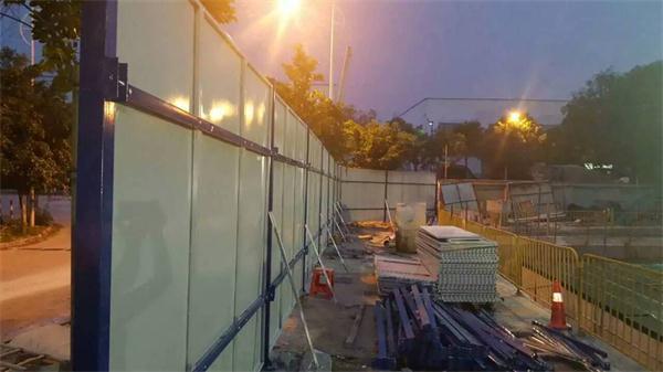 松山湖景区钢围挡施工现场