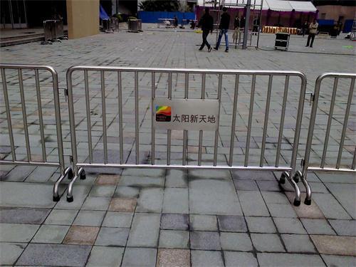 不锈钢铁马安装在广场